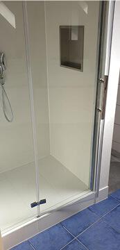 Sanierung Badezimmer mit neue Duschkabine in Raum Stuttgart.