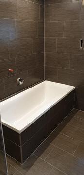 Neues Badezimmer mit neue Badewanne.