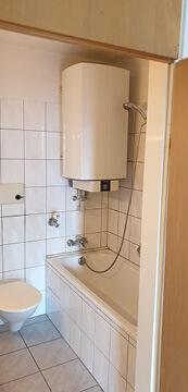 Altes Badezimmer mit Boiler.