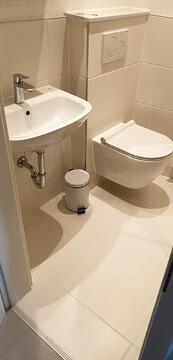 Altes Badezimmer neu sanieren lassen.