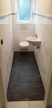 Renovieren. Altes Gäste WC neu gemacht mit schöne Fliesen.
