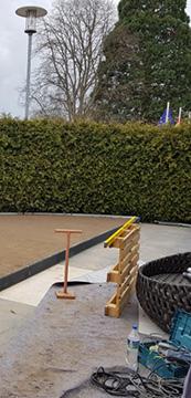 Naturstein für neue Terrasse im Garten.