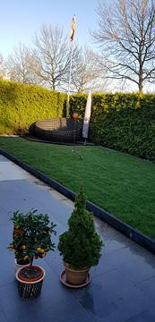 Neue Terrasse im Garten.