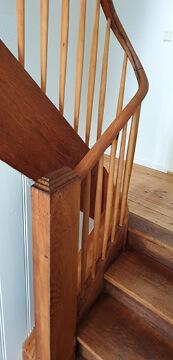Renovieren. Altes Holztreppenhaus neu gemacht.