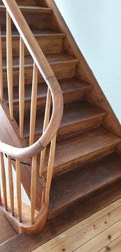 Renovieren. Altes Treppenhaus neu gemacht.