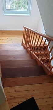 Renovieren. Altes Treppenhaus mit Stufen neu gemacht.