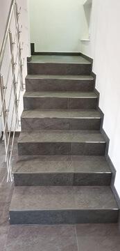 Treppe in Raum Stuttgart fertig renoviert.