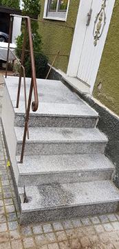 Treppe Eingangsbereich renovieren.