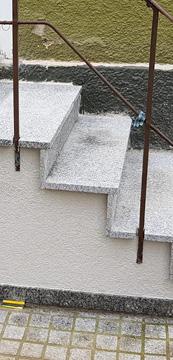 Treppe Eingangsbereich sanieren lassen.