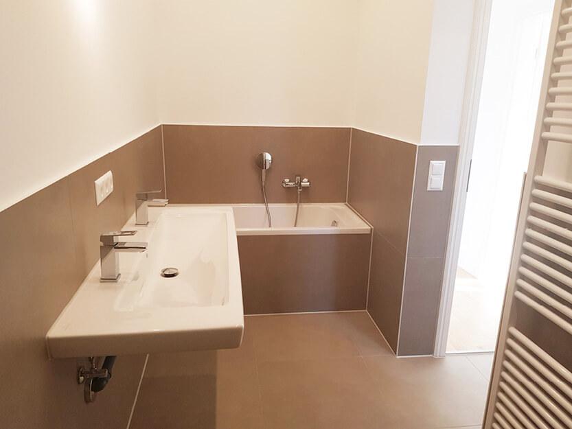 Altbausanierung, komplett neues Badezimmer.