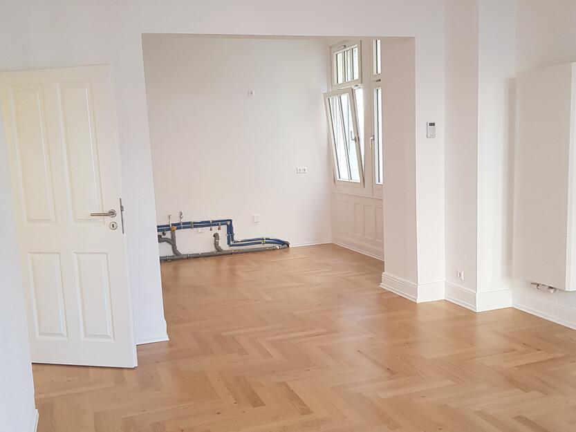 Altbausanierung, Wohnzimmer mit neuer Boden.