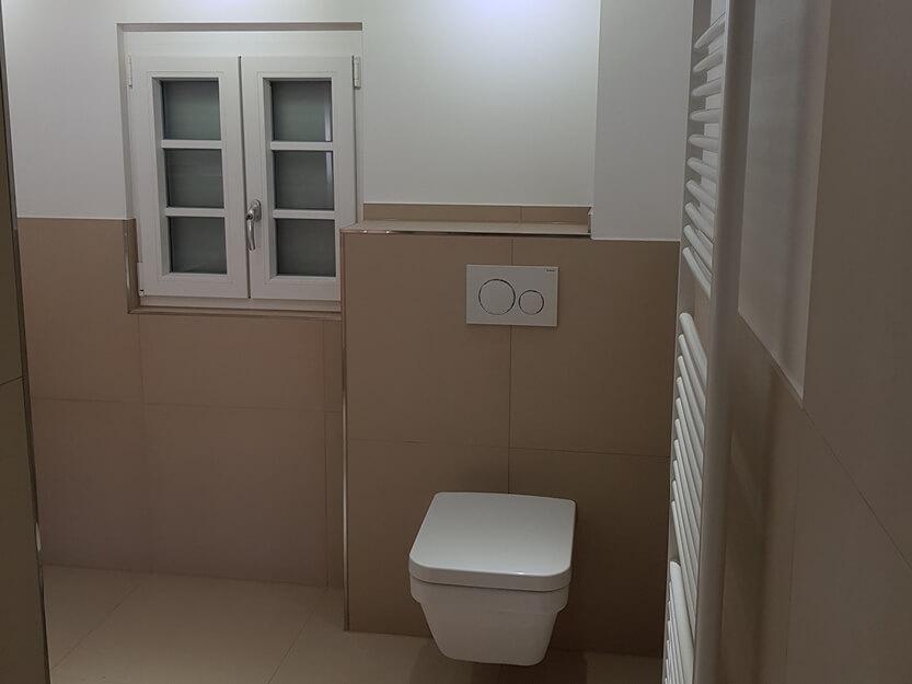 Haus renovieren lassen, neues Badezimmer mit Heizung.