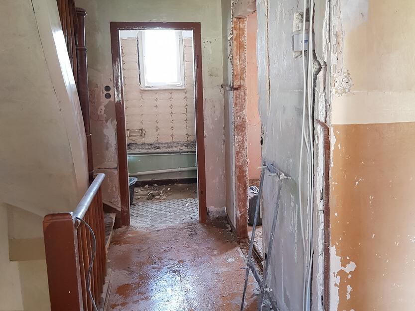 Haus renovieren lassen, altes Treppenhaus.