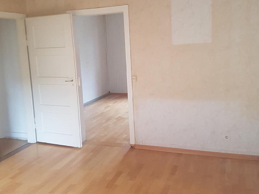Haus renovieren lassen, neues Zimmer mit neue Türen.