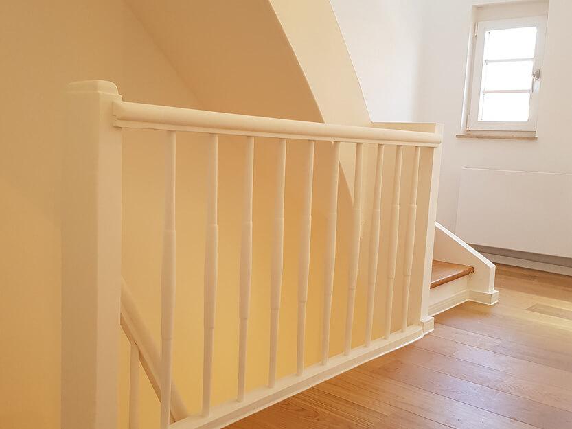 Haus renovieren lassen, neues Treppengelände.