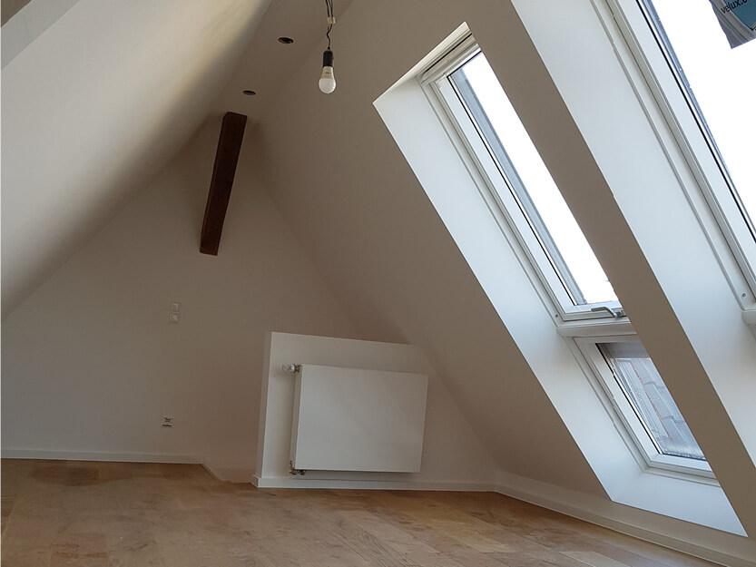 Haus renovieren lassen, neues Zimmer mit neue Fenster in Dachgeschoss.