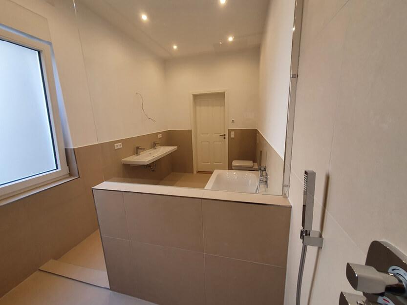 Wohnung komplett renovieren lassen, schönes Badezimmer.