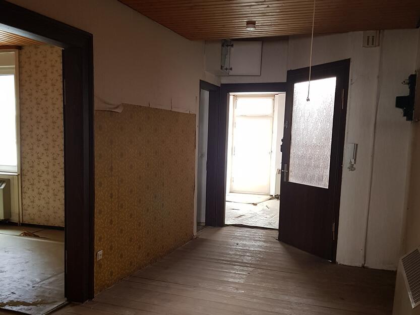 Wohnung komplett renovieren lassen, alte Räume.